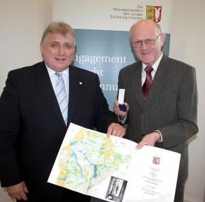 Verleihung der Sportehrennadel an Horst Mevius